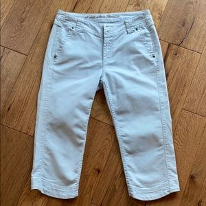 Blue Willi's light wash denim capris. Like…